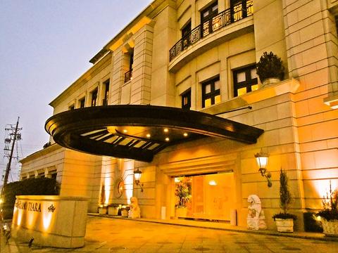 ホテルグランドティアラ内、季節の素材を生かした創作フレンチレストラン。