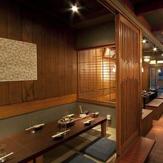 和モダンな雰囲気が◎半個室は解放感あふれる造りになっています。