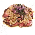 料理メニュー写真ブラックアンガスバペット(牛ハラミ)のロースト 生ハムと玉葱のソース