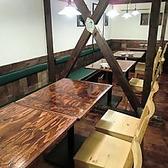 《6~8名様》ゆったり寛げるテーブルは肩肘はらず落ち着く雰囲気