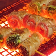 【自慢の串焼】 豚肉巻(紅ショウガ、青ネギ、レタス)