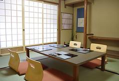 2F 4名様お座敷個室 お座敷の個室で落ち着いてお食事をお楽しみいただけます。