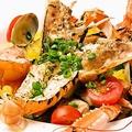 料理メニュー写真魚介と手長海老のサフラン風味~ビーツを練りこんだ自家製手打ち麺で~