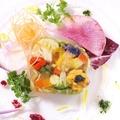 料理メニュー写真旬の野菜を組み込んだ色鮮やかな野菜のテリーヌ