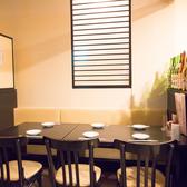 のれんで仕切れる半個室の6名様テーブル席も2卓