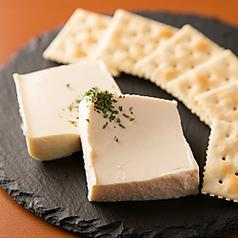 女性に大人気♪ハニーチーズ豆腐
