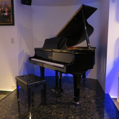 Piano Bar Glassy