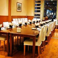 ~30名まで利用できるテーブル席。婦人会や同窓会などに。