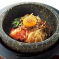 ごはんも食べたい方に♪アツアツの石焼ビビンバございます。〆にぴったりの麺類やスープも豊富