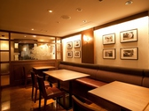 2名のテーブル席は、ご利用人数によって合わせることが可能です。半個室のお席は最大20名様までご利用可能!