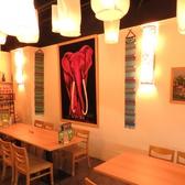 ランタンフェスティバルをイメージしたライトの明かりがやさしく店内を包みます。