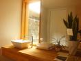 シンプルな解放感溢れる洗面台は清潔感◎