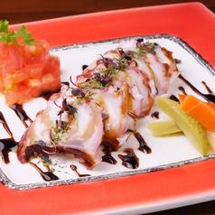 料理メニュー写真真ダコとホタテのチリソースマリネ/サーモンと生ハムのバルサミコマリネ