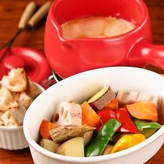 料理メニュー写真有機野菜と国産小麦バゲットのチーズフォンデュ