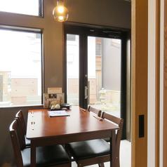 【個室席4名様×1】周りを気にせずにゆっくり楽しみたい方にぴったりのお部屋をご用意。接待やデートに最適です◎