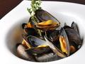 料理メニュー写真モンサンミッシェル産ムール貝の白ワイン蒸し