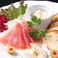 料理メニュー写真道産生ハムとチーズプレート