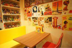 ポップカラーが可愛いテーブル席☆