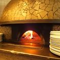 もちろんピザは本格窯で焼きあげます!試験に受からないと焼くことが許されない!本場の味をご堪能ください♪