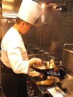 オーナーシェフが鍋を振るう広東料理