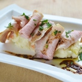 料理メニュー写真お肉のせポテトサラダ