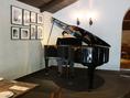 ピアノ演奏でしっとりしたムードも◎お誕生日の際にはリクエストにもお応えできます。
