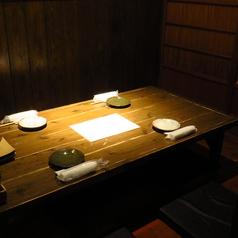 【掘りごたつ個室/4名テーブル】足をゆっくりと伸ばせるお席ですので、どんなシーンにも合うお席となっております。