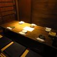 【掘りごたつ個室/6名テーブル】足をゆっくりと伸ばせるお席ですので、どんなシーンにも合うお席となっております。