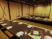 20名様用の個室です!会社宴会など広い個室もご準備しておりますので、懇親会などの際は、御利用おまちしております。 コース料理には生付き飲み放題200種以上がついておりますので、幹事様のご安心だと思います。