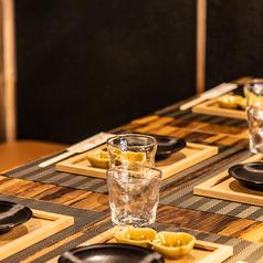 横浜駅きた西口4分【個室あり】九州料理・地酒をはじめ、ご当地柑橘サワー・ハイボールなどこだわりメニューが豊富♪当店でしか味わえない、厳選料理をお楽しみください!和モダンの趣ある半個室は4名様・8名様・16名様・21名様までOK◎オープン席では最大60名様、貸切宴会は89名様までご案内可能です!