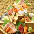 料理メニュー写真本日のお刺身7種階段盛り