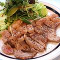 料理メニュー写真緑の野菜たっぷりビーフステーキ