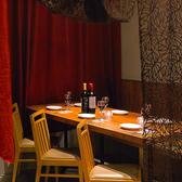 6名様までご利用可能な半個室は重厚感のあるカーテンとモンステラ柄のムーディーな垂れ幕で仕切られた閉塞感の無いお席☆