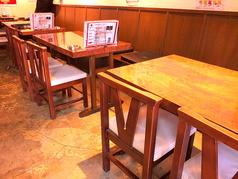 【家族連れ】OK!横のテーブルとつなげて、団体利用可能です。