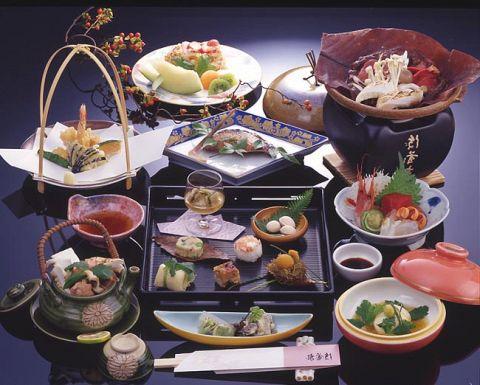 受け継がれてきた伝統に現在を織り込んだ日本料理のおもてなし。