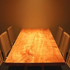 6名掛けのテーブル席。
