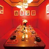 女子会・誕生日会にオススメ!赤が可愛い8名様用のソファー個室です♪