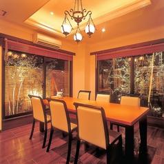 お庭が見える個室テーブル席です。※お席はイメージです