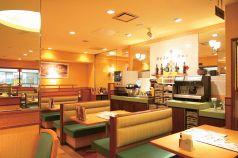サイゼリヤ なんばOCAT店 イタリアンワイン カフェレストランの雰囲気1