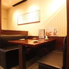 ≪4名様×2卓≫3~4名様でゆったり寛げるテーブル席をご用意しております。シーンに合わせてご利用下さいませ。
