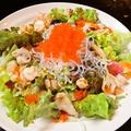 料理メニュー写真シャク×2・プチ×2トビコの海鮮サラダ