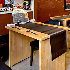 2~4名様でご利用いただけるテーブル席がございます。