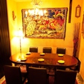 こだわりの装飾品とシャンデリアが最高の雰囲気を作り出すVIP個室