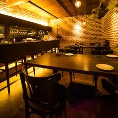 1階テーブル席は4名様用が2つ。