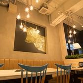 ソファ席は家族連れにも◎お子様椅子やベビーベッドも完備で家族にやさしい焼肉店。