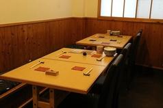 4名テーブル席が4卓ございます。