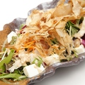 料理メニュー写真蒸し鶏と豆腐の胡麻サラダ