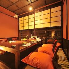 4名~6名様までご利用いただける個室です。完全個室なので、周りを気にせずゆっくりとお食事をお召上がり頂けます。女子会、記念日、接待など、プライベートなお時間をお愉しみください。