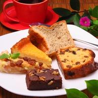 オリジナルの手作りケーキをご用意♪夜カフェの利用にも