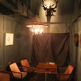 メインフロアから離れた半個室空間のテーブル席。連結して使用することも可能です。